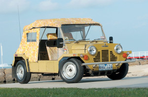 1971_Moke_front_roof_up